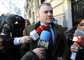 Piden controlar a Bárcenas con pulsera 'antifuga' para evitar un posible 'vaciamiento patrimonial'