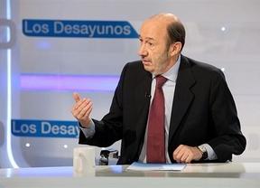 Rubalcaba insiste en que sus encuestas dan la victoria al PSOE: