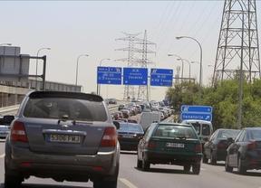 Retenciones de tráfico en accesos a Madrid y Barcelona en el regreso del Puente
