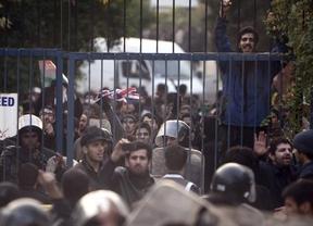 Reino Unido responde al ataque a su embajada evacuando a parte de su personal diplomático de Irán