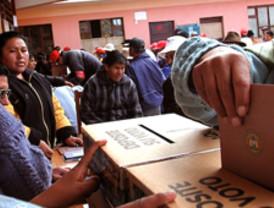Bolivia acude a elegir a sus autoridades judiciales en inédita elección