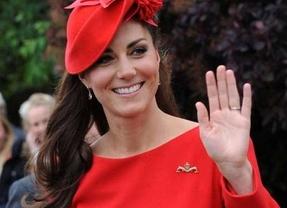 Kate Middleton hace sombra a la reina con su vestido rojo