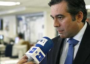 El Constitucional consigue imponer al cuestionado Enrique López gracias al voto de calidad de su presidente, Pascual Sala