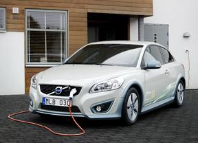 Un coche eléctrico puede suponer un ahorro de hasta 7.000 euros en 10 años, según Rastreator