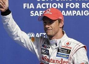 Button gana en Bélgica y Alonso continúa líder del Mundial a pesar de su accidente