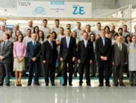 El Príncipe inaugura la línea de fabricación del Twizy