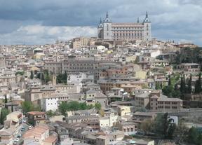 Toledo, con el Alcázar, sede de la Biblioteca, al fondo