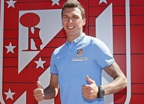 El campeón de Liga sigue su renovación: Mandzukic 'sustituye' a Diego Costa y Adrián se va al Oporto