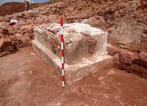 Hallado un sarcófago en las excavaciones de la ermita de la Virgen de la Estrella en Montiel