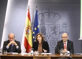 Luis de Guindos, ministrode Economía, Soraya Sainz de Santamaría , portavoz del Gobierno y Cristobal Montoro, ministro de Hacienda y Administraciones Públicas