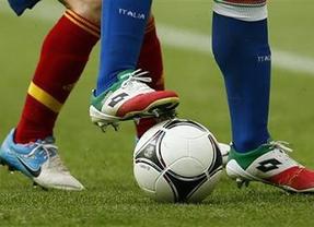 La Roja se empeña en sus quejas sobre el césped y exige a la UEFA una reacción