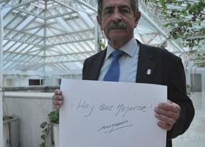 Revilla 'se moja' pidiendo firmas en apoyo del juez Elpidio Silva