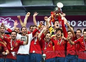 La Roja sigue siendo la 'número uno' del planeta en la lista FIFA, pero Brasil se le acerca ya en vísperas del Mundial