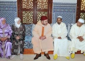 Mohamed VI lava su imagen recibiendo a familiares de niños víctimas del pederasta Galván