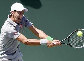 Un Djokovic agresivo a lo Nadal desdibuja al español y le derrota con claridad en la finalísima del Masters 1.000 de Miami