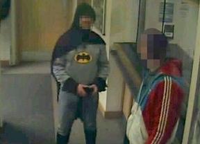 Batman es inglés, y ha entregado a un ladrón en comisaría