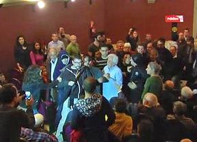 Ultraderechistas boicotean un acto a favor de la consulta del 9N en el Ateneo de Madrid