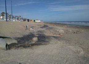 Los ecologistas dan 80 banderas y 97 puntos negros al litoral andaluz
