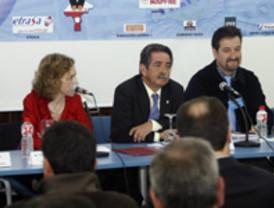 """Zarrías promete """"medidas excepcionales"""" que permitan el saneamiento de los ayuntamientos"""