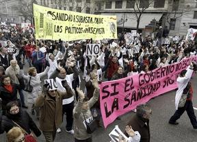 La 'marea blanca' regresa a las calles madrileñas en su primera manifestación de 2013