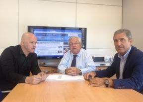 El Director de Noticas21.es, José Carlos Barbado, el director gerente Jorge Román, y el presidente del Grupo Diariocrítico, Fernando Jáuregui