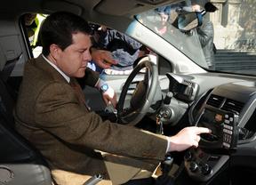 Page durante la presentación de nuevos vehículos policiales