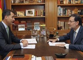 Felipe VI recibió a Rajoy en su primer despacho con el presidente del Gobierno: estancia renovada con las fotos familiares