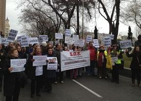 Un centenar de familiares de 'niños robados', entre ellos de Ciudad Real, se manifiestan en Madrid