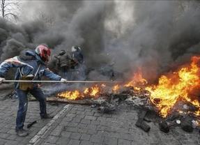 La UE reacciona con ambigüedad al caos en Ucrania: prohibirá visados y congelará las cuentas de los 'responsables de la violencia'