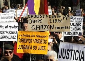 Unas 2.000 personas se manifiestan frente al Supremo en apoyo a Garzón