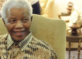 Mandela, ingresado en el hospital por problemas abdominales