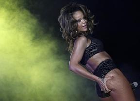 Un granjero expulsa a Rihanna de sus tierras por ir 'falta de ropa'
