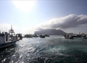 El Gobierno prohíbe la entrada en Gibraltar de camiones con arena para la construcción del espigón