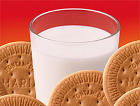 Un vaso de leche con galletas antes de acostarse ayuda a dormir