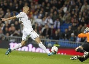 Tres misilazos del Madrid hunden al submarino en el primer tiempo y luego los blancos descansan (3-0)