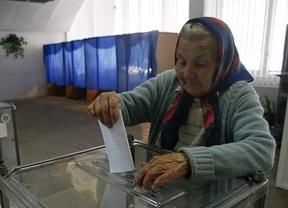 Prorrusos ucranianos celebran dos referéndums de independencia rechazados por la comunidad internacional