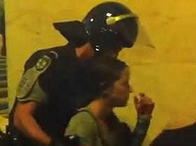 Así desaloja la policía en España y así... en Portugal