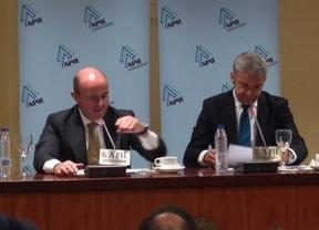 El ministro De Guindos, optimista: el PIB crecerá de media un 1,5% y se creará empleo de forma
