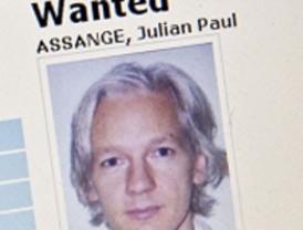 Al fin dejan en libertad bajo fianza a Julian Assange, el fundador de Wikileaks