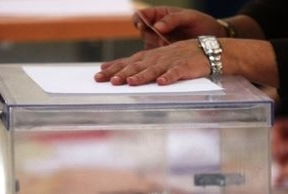 Más de 6,5 millones de andaluces están llamados a dictaminar sobre el bipartidismo este domingo