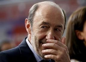 Rubalcaba ya piensa en las urnas: pide escuchar a los catalanes y propone una reforma de la Constitución