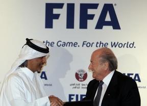Baltter felicita al representante catarí tras adjudicarle el Mundial 2022