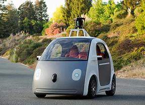 Google presenta un nuevo prototipo de coche que conduce solo sin pedales, ni volante