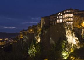 Cuenca participa en  la Hora del Planeta apagando una hora la iluminación de las Casas Colgadas