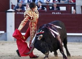 Petardo y flojera de los 'cuvillitos' y oreja justa para Castella con uno de El Torero
