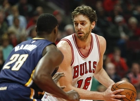 Pau reaparece con otra gran actuación y otra victoria con 'sus' Bulls ante Utah (95-97)