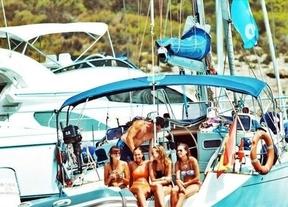 Los viajes en velero con fiesta a bordo, nueva moda entre los jóvenes adinerados