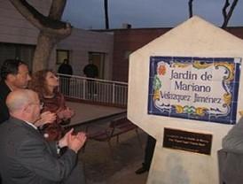 Cámara inaugura el jardín Mariano Velázquez Jiménez de La Albatalía en homenaje al locutor de Onda Regional