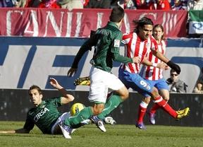 El Betis le mete dos goles un Atlético (0-2) 'tocado' por la sentencia de Manzano