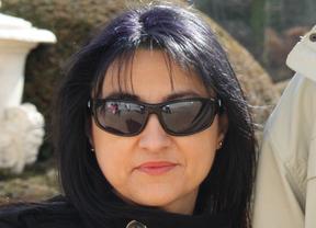 Mayte Esteban, la escritora azudense que nos muestra que hay 'Detrás del cristal'